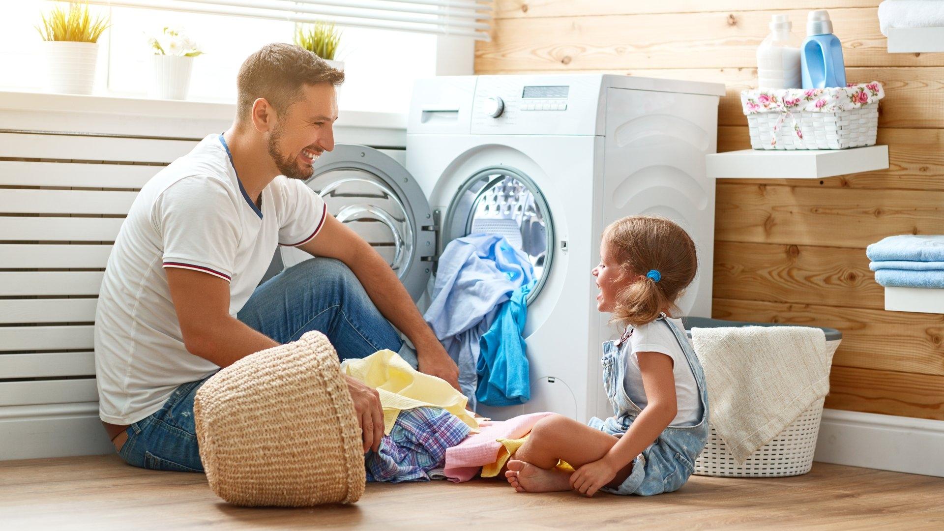 Jak pozbyć się tłustych plam z ubrań Twojego dziecka